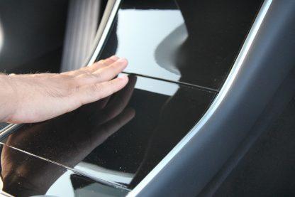 Model 3 Center Console Tray Lid Closure